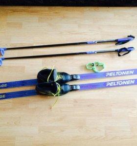 Лыжи с палками и ботинками