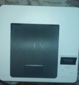 Продам лазерный принтер HP Color Laser JetProM252n