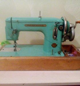 Швейная машина