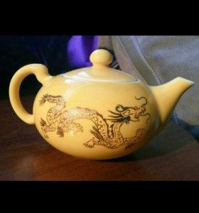 Фарфоровый чайник и пиалы
