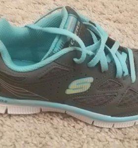 Новые оригинальные кроссовки Skechers.