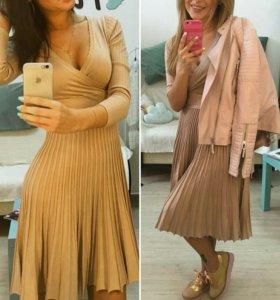 Платье с плиссерованной юбкой