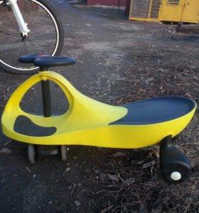 Велосипед детский (при вращение рулём едет сам)