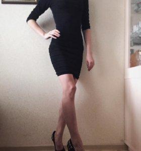 Чёрное платье-резинка