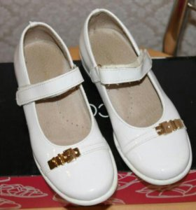 Лаковые туфельки 30 размер