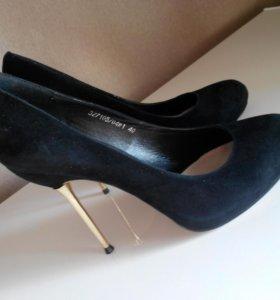 Продаю б/у в отл.состоянии туфли замшевые