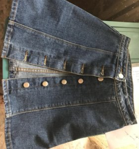 Джинсовая юбка с клепками