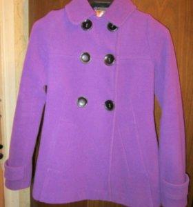 Пальто женское короткое необычной модели