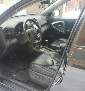 Автомобиль Toyota Rav 4