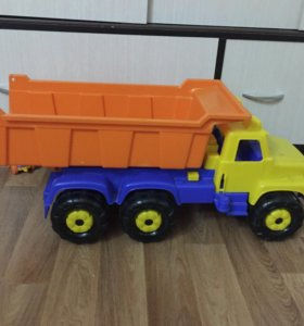 Продам машинку-каталку и грузовичок большой
