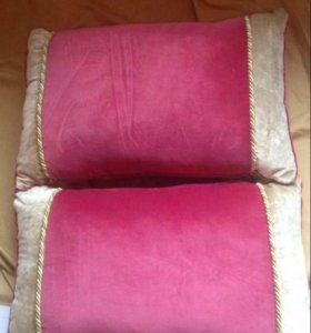 Две подушки из бархата