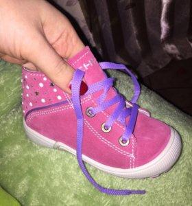 Демисезонные ботинки новые