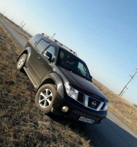 Продаю машину Nissan Pathfinder