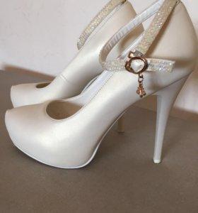 Туфли перламутр,39 размер