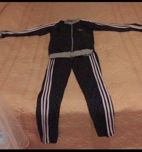 Спортивный костюм женский Адидас