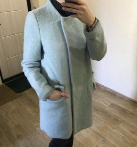 Пальто от бренда ZARA