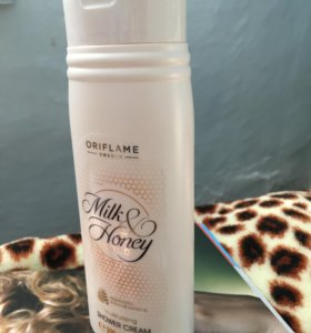 Увлажняющий крем для душа 'Мёд и молоко'