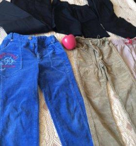 Много брюки и джинсы