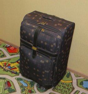 Стильный вместительный чемодан Francesco Molinary