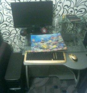 Компьютор в сборе столом в месте