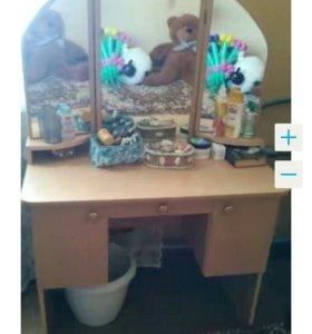 Столик с зеркалами