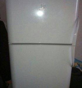 Продаю рабочий холодильник