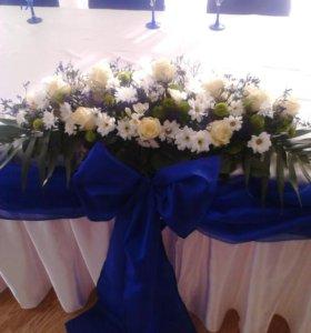 Свадебная композиция на стол молодым