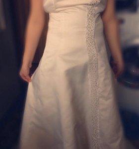Очень красивое свадебное платье( торг уместен)