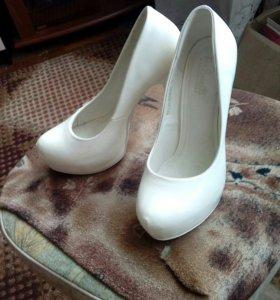 Продам белые туфли, новые