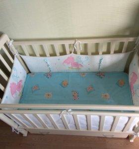 Детская кроватка с комплектом.