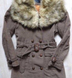 Пальто женское с меховым воротником S в о/с