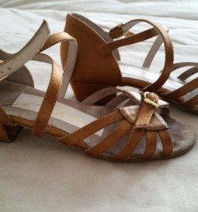 Туфли для бальных танцев.