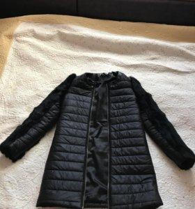Курточка с меховыми рукавами