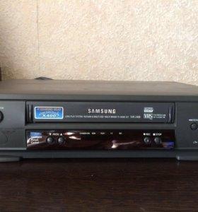 Кассетный видеомагнитофон .Samsung SVR-240B