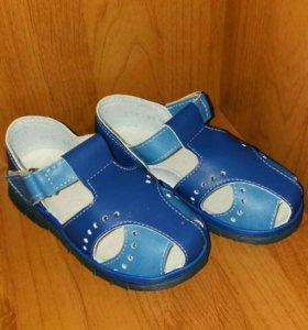 Новые сандали.