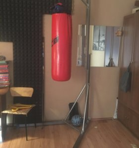 Боксёрская груша на стойке
