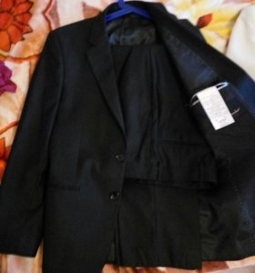 Два костюма ( бежевый и черный)