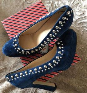 Новые!!!!Замшевые туфли