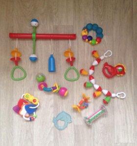 Игрушки (погремушки) для малыша