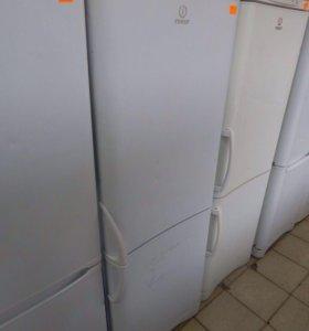 Холодильник двухкамерный Indesit.