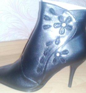 женские осенне-весенние ботинки