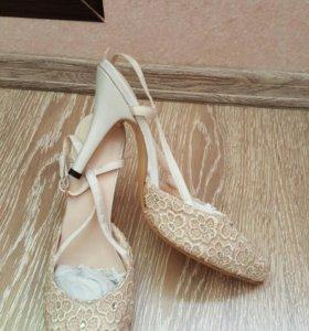 Туфли бежевые новые