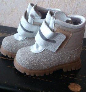 Детские новые ботиночки 24