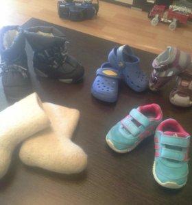 Пакет детской обуви.