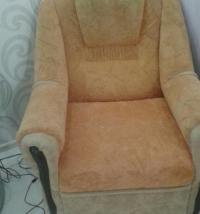 Продам диван и два кресла.в хорошем состаянии.торг