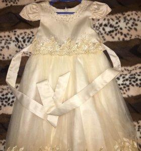 Платье на девочку 5-6 лет.
