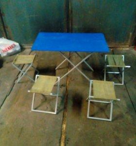 Стол и стулья для отдыха