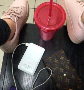 Светло-розовые кроссовки H&M