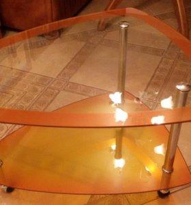 Журнальный стол на колесиках. Стильный.