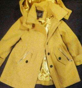 Пальто для девочки 3-4 года